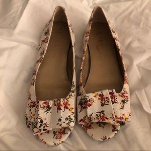 Size 10 me too Floral Peep Toe Flats
